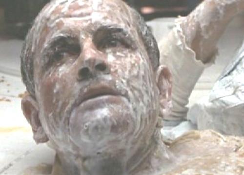 El médico «robot» de la primera película de la saga de Alien, tras ser descubierto y presentar «anomalías»