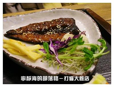 打貓大飯店_烤秋刀魚