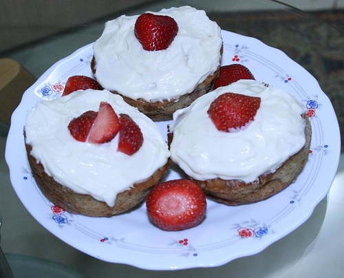 strawberry muffins (by kapsi)