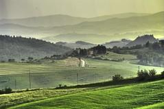 Raggi di luce dorata prima di notte - Rays of golden light before night (Tuscany, Italy) photo by ricsen