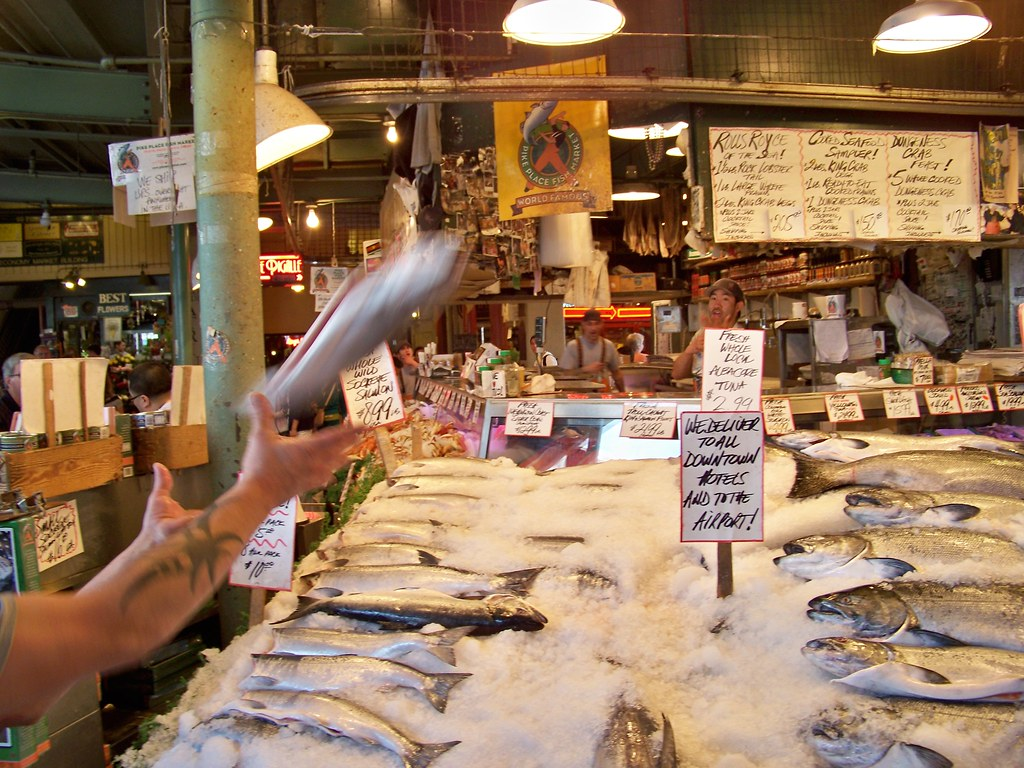 Pike place fish market mapquest discover for Pike place fish market video