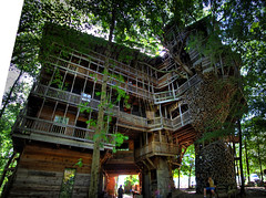 The Minister's Tree House, Crossville, TN photo by Chuck Sutherland