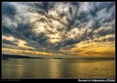Sunset in Valparaiso (Chile) photo by Juan C Ruiz