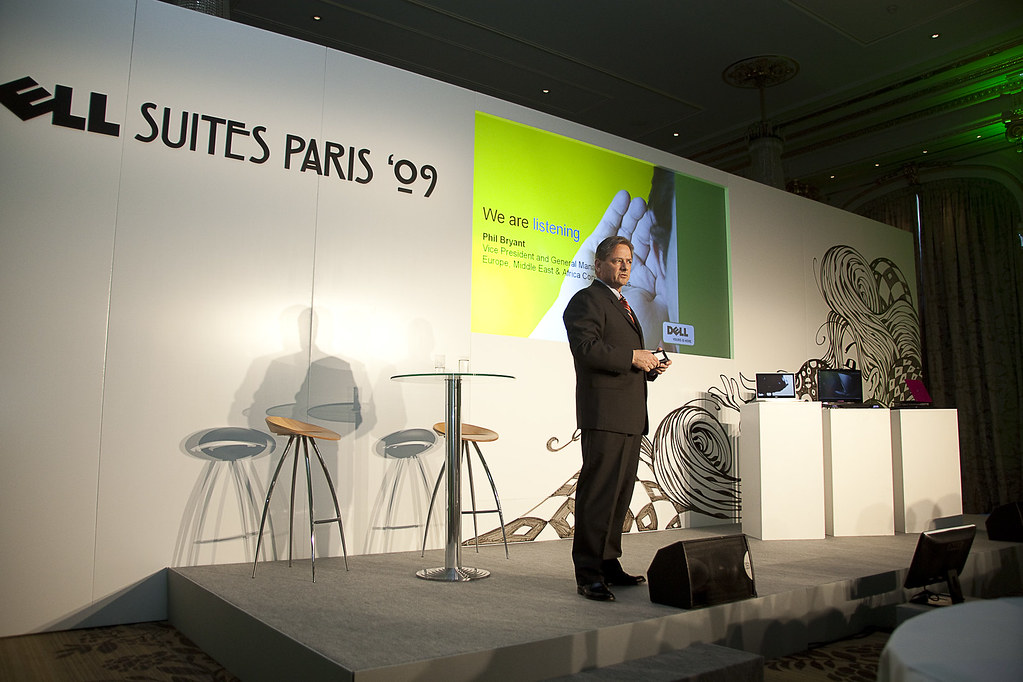 Phil Bryant presenting Dell's retail strategy during the Dell Suites Paris '09 Keynote with the Dell Adamo and Alienware M17x on stage