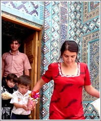 Uzbekistan Family visiting the mausoleum Shah-i-Zinde photo by Ginas Pics