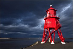 Lighthouse thunder photo by zilverbat.