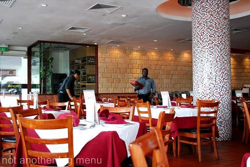 Modesto's, S'pore - restaurant interior