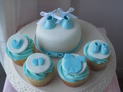 Baby Shower mini cake with cupcakes photo by creativecupcakes