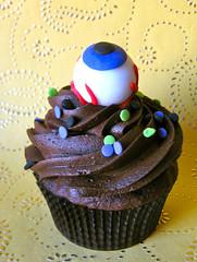 eyeball halloween fondant edible cupcake topper photo by ArtisanCakeCompany