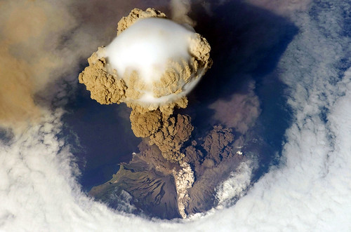 Explosive And Non-Explosive Volcanoes Deadly Ash Benefits Of Volcanoes