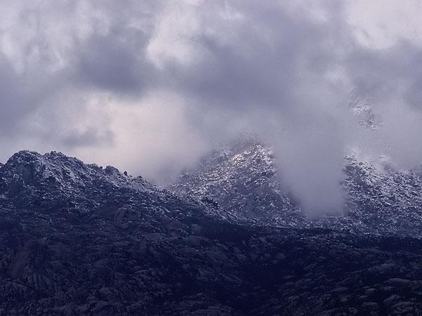 Las montañas nubladas