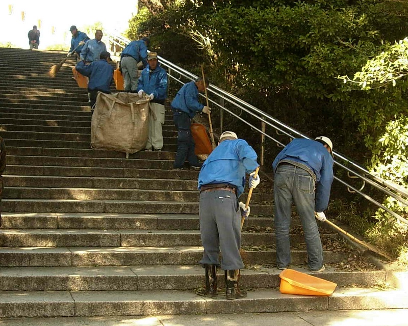 Stair cleaners of Ueno.