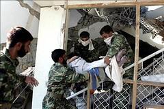 Traslado de corpos do colexio de Muzaffarabad. EFE