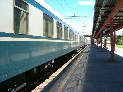 HPIM3204. Taajamajuna Pieksämäellä, lähdössä Joensuuhun