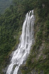 水量豐沛時的烏來瀑布