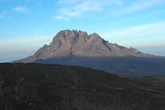 Mawenzi.. Een andere top van de Kilimanjaro, levensgevaarlijk om te beklimmen maar ongelofelijk mooi om te zien!