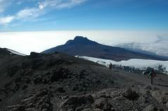 Op de top, Mt. Mawenzi in de verte