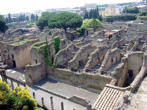 the ruins at herculaneum