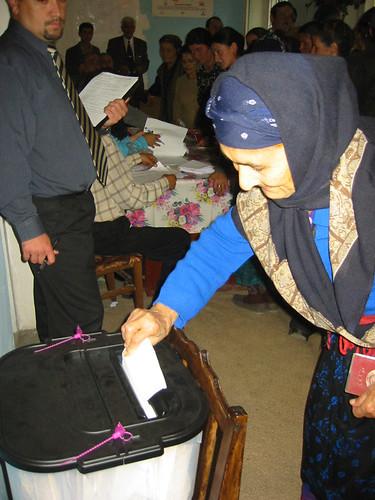 Yoo hoo, it's me Toby Kay at the Azerbaijani General Election!