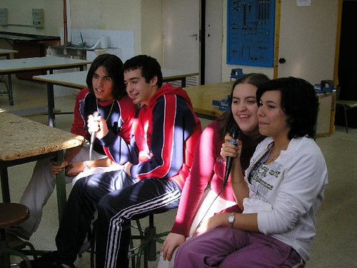 alumnos cantando