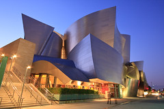 Walt Disney Concert Hall photo by enfi