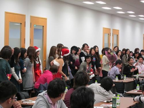 忘年会議で全員女子からの花束プレゼント #bk2009
