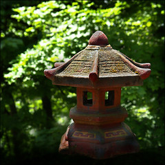 Pagoda (Chùa 宝塔) in the sun… photo by NaPix -- (Time out)