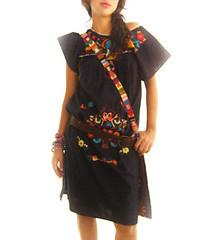 Vestido mexicano negro con bordado de colores photo by Vestidos Mexicanos Bordados