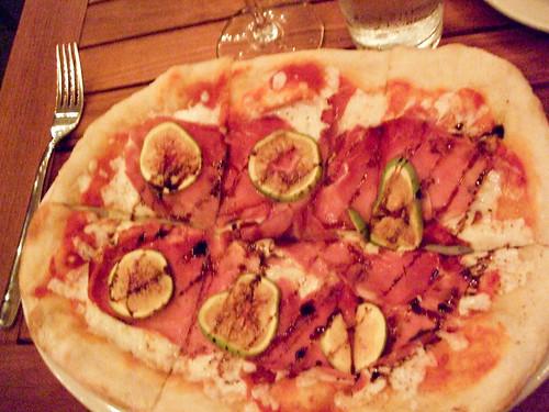 Green Fig, Prosciutto, and Mozz Pizza, Anella