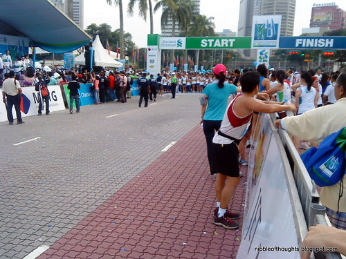 kl_marathon start finish line