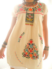 vestido Mexicano de manta con florecitas bordadas photo by Vestidos Mexicanos Bordados