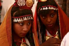 Listening, libyan traditional dress photo by منصور الصغير