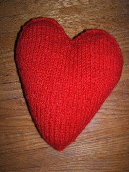 heart-shaped pillow and pattern link - KNITTING