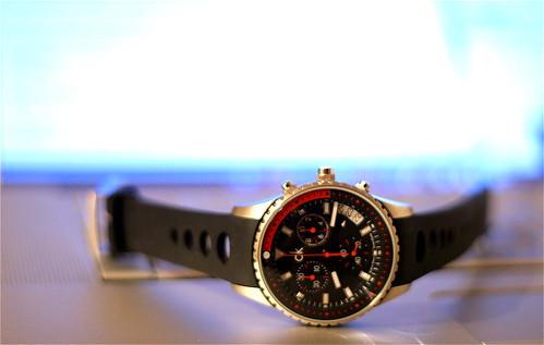 Ma nouvelle montre posée sur mon clavier