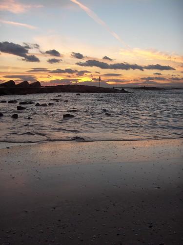 y el sol se hundía en el mar