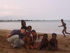 海灘戲水是他們每天的特權