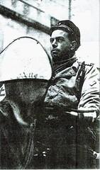 Provence- 1944 - Hyères -RFM- Officier marinier - Source  Pierre Tropet conservateur du Memorial de HyèresFM - Officier marinier portant la fourragère de la Légion d'honneur - Source  Pierre Tropet conservateur du Memorial de Hyères