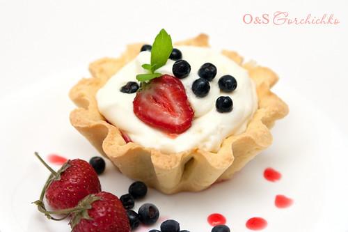 Тарталетки с ягодами и кремом из маскарпоне