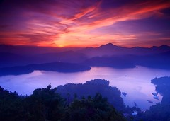 Sunset of Sun Moon Lake 日月潭夕景 photo by enjoylifeforever.lin