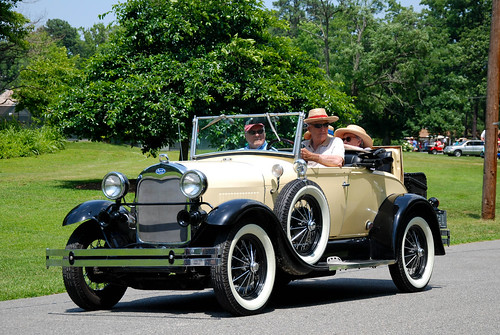 WASP Fashion: Antique Car and Boater Hats