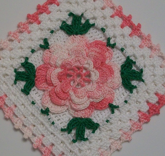Crocheted Flower for Necklace or Other Projects – Free Pattern