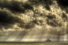 Mont St Michel (entre ciel et terre) photo by morosphinx