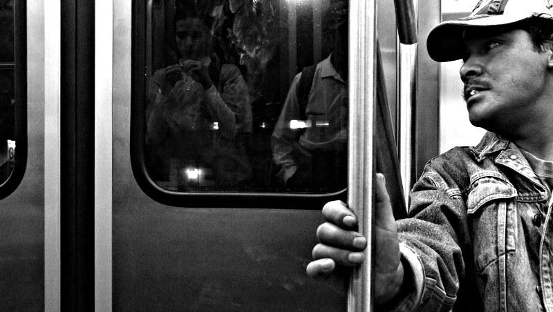 miradas-reflejos-metro.jpg