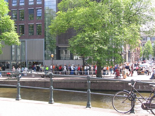 A queue to Anne Frank house