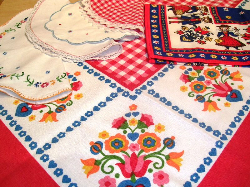 Tablecloth and Doilies