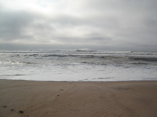 Picture of waves off Amagansett's Indian Wells Beach 17 September 2005