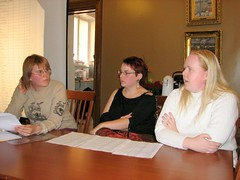 Anne, Mari and Tytti sitting at a table, speaking