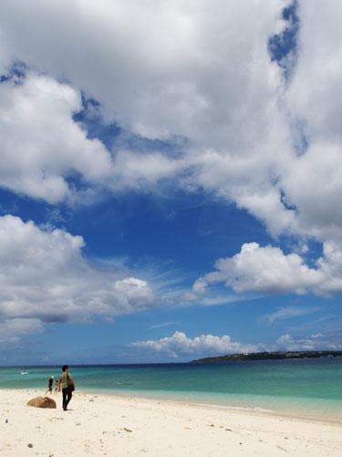 Okinawa 今週末は秋雨前線とか、台風とか、そんな話題ばかりだったので、あえてここ... T