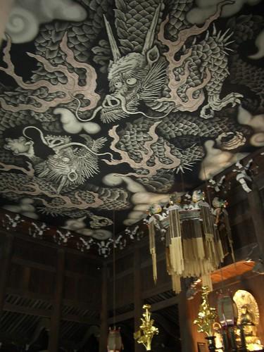 ご本尊と「双龍図」 The Buddha statue & the two dragons on the ceiling *1