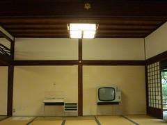 TV & record set on tatami mats 畳の上のテレビとレコード